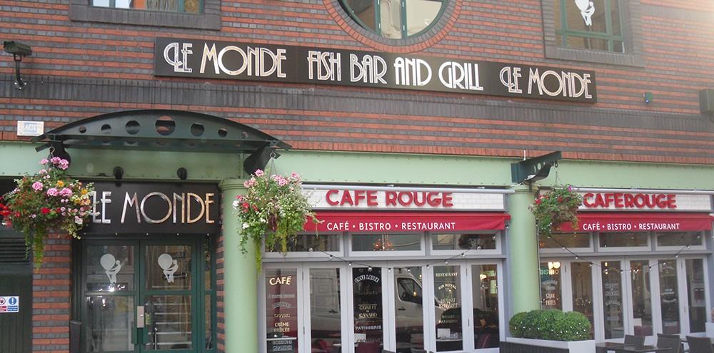 Le Monde Built-up Lettering