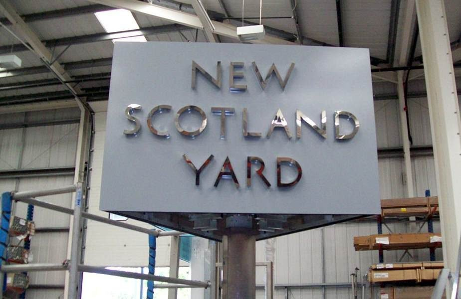 New-Scotland-Yard-Outdoor-Sign